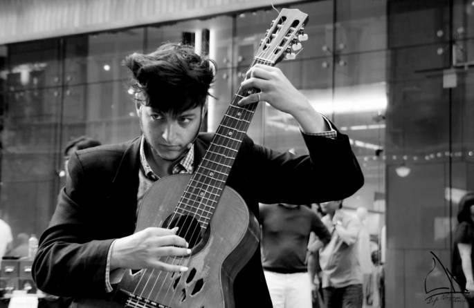 Tom Ward performing at Pitt Street Mall | Life Voyage PhotoBlog